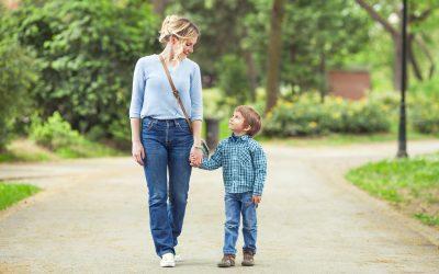 A cosa serve l'attacco di panico? blog Blog Foto madre e figlio al parco 400x250